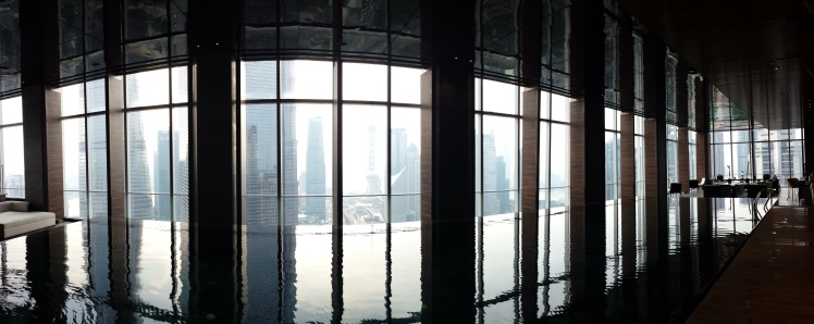The beautiful infinity pool overlooking Pudong @ Four Seasons